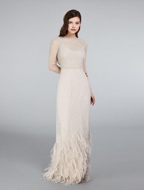 b9a5ddd00b47 Ecco alcuni modelli selezionati dalla redazione ma al sito www.https   it. maxmara.com collection-bridal è possibile visionare l intera collezione  bridal ...